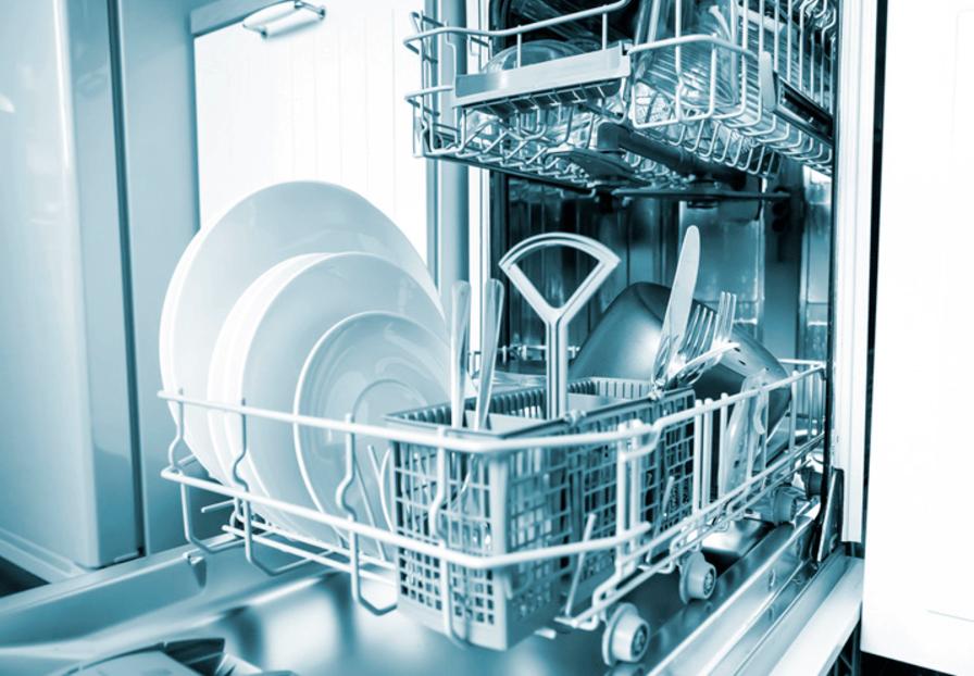 Afwasmachine met propere afwas. Vul je afwasmachine volledig voor je het opzet.
