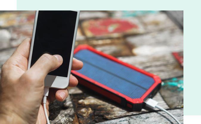 Wist je dat er een zonnelader bestaat om jouw gsm onderweg op te laden?